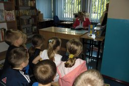 Czytanie dzieciom z SP nr 1 - Znaki są ważne - czyt. A. Wieszołek_2