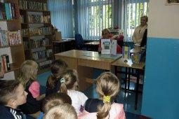 Czytanie dzieciom z SP nr 1 - Znaki są ważne - czyt. A. Wieszołek_6
