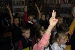 Czytanie dzieciom z SP nr 1 - Znaki są ważne - czyt. A. Wieszołek_7