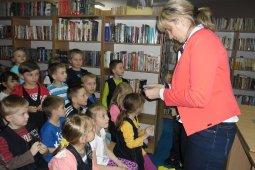 Czytanie dzieciom z SP nr 1 - Znaki są ważne - czyt. A. Wieszołek_9